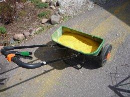 spreading corn gluten meal by Gardentrek
